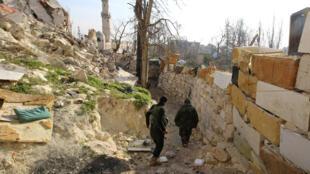 Ảnh Lực lượng phe nỗi dậy tại khu phố cổ Aleppo, Syria, ngày 28/01/2016.