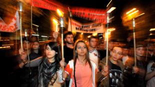 Manifestation commémorant le 99ème anniversaire du génocide des Arméniens, le 23 avril 2014 à Yerevan, en Arménie.