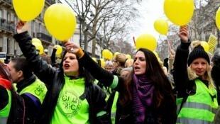 Целью акции женщин в желтых жилетах было показать «мирное лицо протеста» после беспорядков.