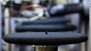 Fábrica de boinas francesa dobra número de funcionários.