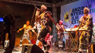 Cocodo African Music Band wakifanya Onyesho kwenye Tamasha la Sauti za Busara Zanzibar