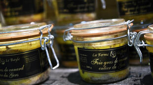 Envases de foie gras francés.
