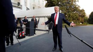 Tổng thống Mỹ Donald Trump phát biểu trước truyền thông tại Nhà Trắng trước khi lên đường đến Greensboro, Bắc Carolina, ngày 07/10/2017.