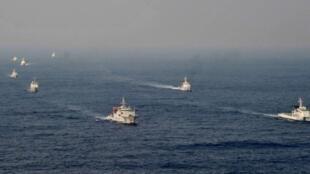 中日两国在海上互不相让。