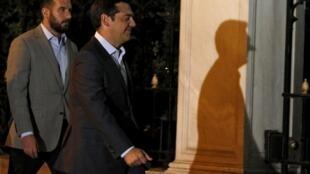 Le Premier ministre grec, Alexis Tsipras, arive au palais présidentiel, le 20 août au soir.