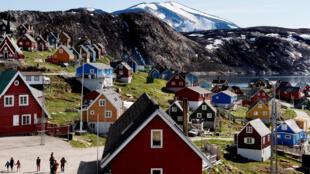 Город Упернавик на западе Гренландии, фото от 11 июля 2015 года