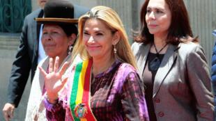 La présidente bolivienne par intérim Jeanine Anez, ici à La Paz le 18 novembre 2019, s'est donné pour mission de pacifier le pays.