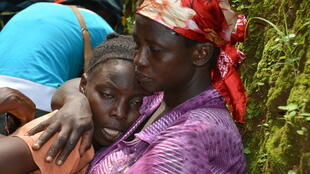 Relatives grieving for Alexandre Mpawenimana, opposition party activist, allegedly killed by police in Muyira, Bujumbura province on 11 January 2016.