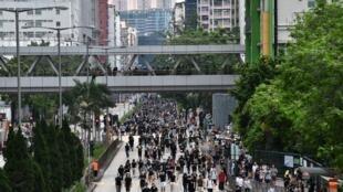 Des manifestants défilent à Sham Shui Po, Hong Kong, le 11 août 2019.