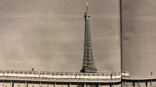 O maior desafio dos novos surfistas do metrô é passar em frente da Torre Eiffel