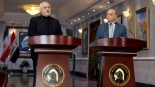 Le ministre iranien des Affaires étrangères Mohammad Javad Zarif ( à gauche) aux côtés de son homologue irakien Mohammed Ali al-Hakim, à Bagdad, le 26 mai 2019.