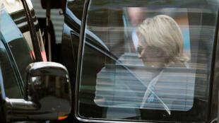 Bị choáng váng nhân lúc dự lễ tưởng niệm các nạn nhân vụ khủng bố 11/09/2001 tại New York, bà Hillary Clinton đã phải bỏ ngang buổi lễ. Ảnh chụp ngày 11/09/2016.elsea.