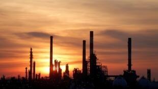 A refinaria de Grandpuits, na região parisiense, está bloqueada desde o início da greve contra a reforma da Previdência na França.