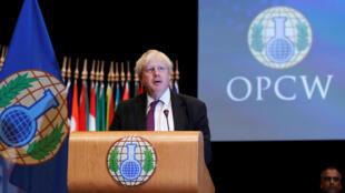 Ngoại trưởng Anh Boris Johnson phát biểu tại phiên họp của OIAC, La Haye, Hà Lan, ngày 27/06/2018.