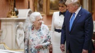 Rainha Isabel II, Presidente norte-americano Donald Trump, e a primeira dama americana, Melania Trump. Palácio de Buckingham, 3 de Junho de 2019.