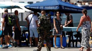 Военный в Старом порту Марселя, 21 июля 2016 г.