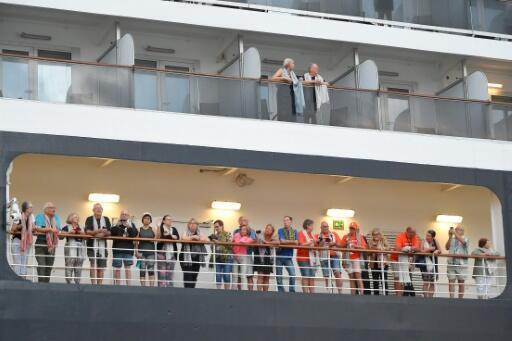 Contagiados con coronavirus 130 pasajeros de un crucero japonés