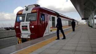 中国公司承建的蒙巴萨-内罗毕铁路(蒙内铁路)正式通车         2017年5月31日