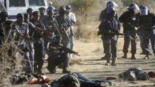 Intervenção da polícia sul-africana na greve deixou por terra 34 mineiros