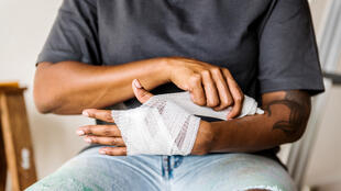 Chaque année, en France, entre 1 million ½ et 2 millions de personnes sont concernées par des accidents de la main.