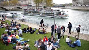 """Inauguração no novo parque urbano """"Rives de Seine"""", em Paris."""