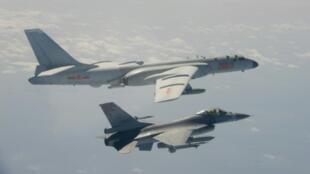 台湾国防部2020年2月10日公布的台湾T F-16 战机升空拦截锁定中国H-6 战机的图片。
