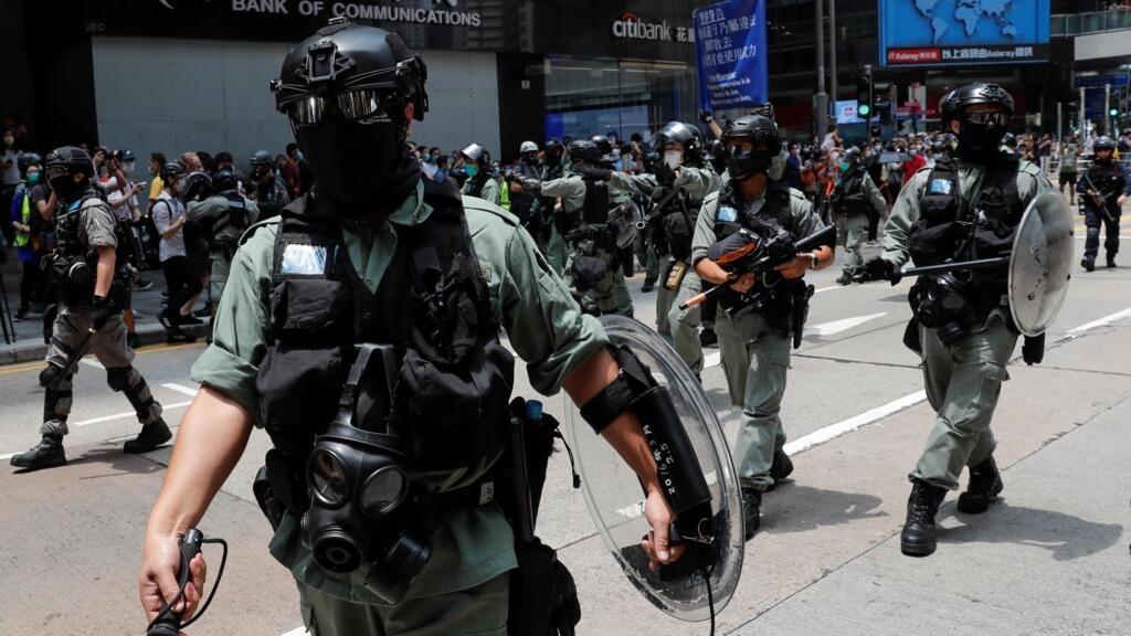 À Hong Kong, la police dissuade les manifestants de s'approcher du Parlement