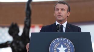 «От имени моей страны я просто хочу сказать вам спасибо», — заявил Макрон в речи на двух языках, французском и английском.