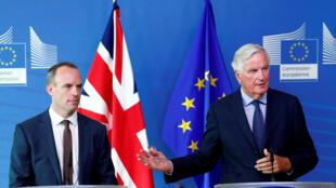 Bộ trưởng đặc trách Brexit, Dominic Raab (T) và trưởng nhóm đàm phán của Liên Hiệp Châu Âu, Michel Barnier trong buổi họp báo ngắn tại Bruxelles, Bỉ, ngày 21/08/2018.