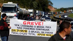 Desde el 21 de mayo 2018, los conductores de camiones brasileños bloquearon durante una semana las carreteras del país. La huelga culminó con una negociaición entre los líderes sindicales y el presidente Michel Temer