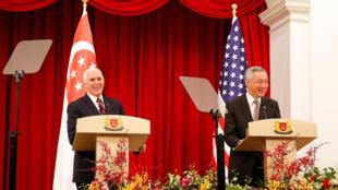 Phó tổng thống Mỹ, Mike Pence (trái) họp báo chung với thủ tướng Lý Hiển Long tại Singapore. Ảnh ngày 16/11/2018.