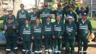 Un grupo de recicladores en el barrio Chapinero de Bogotá.