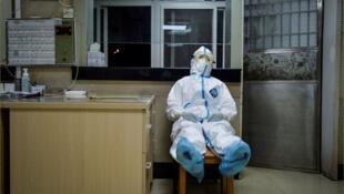 Более двух тысяч человек скончались от последствий вируса Covid-19 в Китае