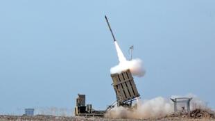 """""""گنبد آهنی""""، از سامانههای دفاعی پیشرفته اسرائیل، قادر است راکتها و گلولههای خمپاره و توپ را در فاصله ۴ تا ۷۰ کیلومتر هدف قرار دهد."""