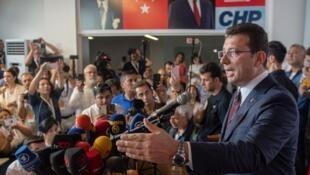 """سخنرانی """"اکرم اماماوغلو"""" نامزد حزب """"جمهوریخواه خلق ترکیه"""" (حزب مخالف دولت ترکیه)، پس از پیروزی در انتخابات شهرداری استانبول. یکشنبه ٢ تیر/ ٢٣ ژوئن ٢٠۱٩"""