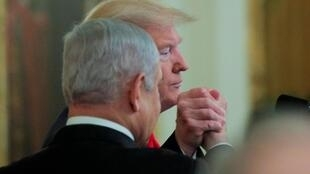دونالد ترامپ، رئیس جمهوری آمریکا که در برابر جمعی از مقامهای ارشد آمریکا و اسرائیل و در کنار بنیامین نتانیاهو، نخست وزیر اسرائیل، سخن میگفت، افزود: اگر فلسطینیها این طرح را بپذیرند، آنان نیز مانند اسرائیلیها برنده خواهند بود.