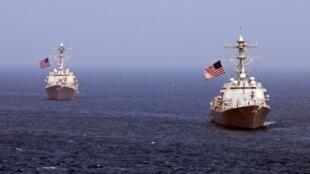 在日本海域游弋的两艘美国导弹驱逐舰。