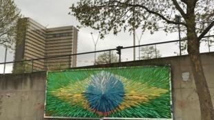 """O grafite """"Portal Brasil - ainda há uma esperança"""" é de autoria de Jerry Batista."""