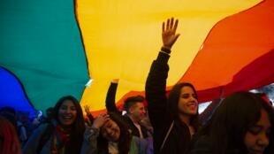 Pese a los vacíos que puedan existir, esta ley de identidad de género es un gran paso para la comunidad LGTBI, en la larga lucha por la conquista de sus derechos.
