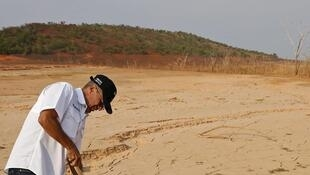 O ministro venezuelano da Energia Luis Motta, faz a inspeção na barragem Guri.