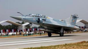 Um Mirage 2000 das Forças Armadas Indianas na pista de Agra-Lucknow, a 24 de Outubro de 2017 (fotografia de ilustração)