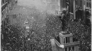 L'annonce de l'armistice le 11 novembre 1918 fut l'occasion d'une célébration monstre à Philadelphie, en Pennsylvanie.