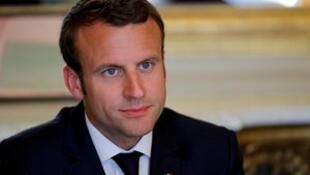 Presidente Emmanuel Macron durante o 1° turno das legislativas, em 11 de junho de 2017