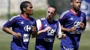 Malouda, Ribéry y Henry, los hombres de la izquierda del combinado francés.