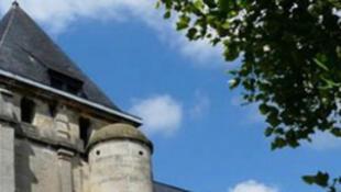 A igreja de Saint-Etienne-du-Rouvray, perto de Rouen, região da Normandia.