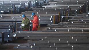 Ảnh minh họa : Một xưởng thép của Trung Quốc ở thành phố Đại Liên, tỉnh Liêu Ninh.