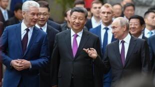 Chủ tịch Trung Quốc Tập Cận Bình là khách mời danh dự của đô trưởng  Matxcơva Sergei Sobyanin (T) và tổng thống Vladimir Putin. Ảnh ngày 05/06/2019.