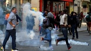 Protesters run away from tear gas during a demonstration on Act 45 (the 45th consecutive national protest on Saturday) of the yellow vests movement in Paris, France, September 21, 2019.