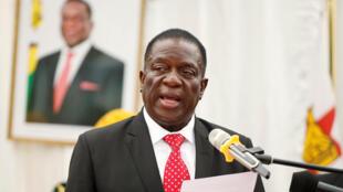 Emmerson Ngangagwa, novo Presidente do Zimbabué na cerimónia de investidura do governo 4/12/2017 à la State House, à Harare, 4 décembre 2017.