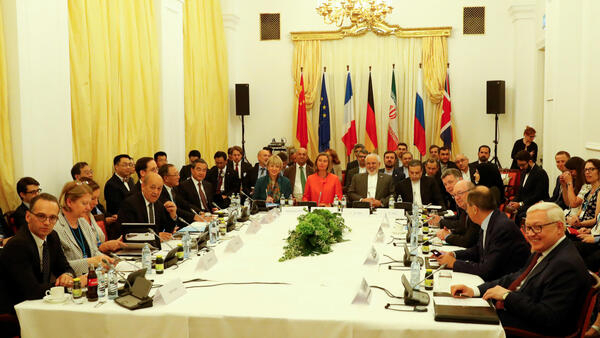 Alemanha, China, Franàa, Grã-Bretanha e Rússia, membros do acordo nuclear, se reuniram em Viena com o chefe da diplomacia iraniana, Javad Zarif